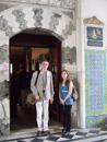 3D marmorpussel med turist och ledsagare