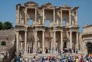 Fasaden av Celsus bibliotek från 100-talet